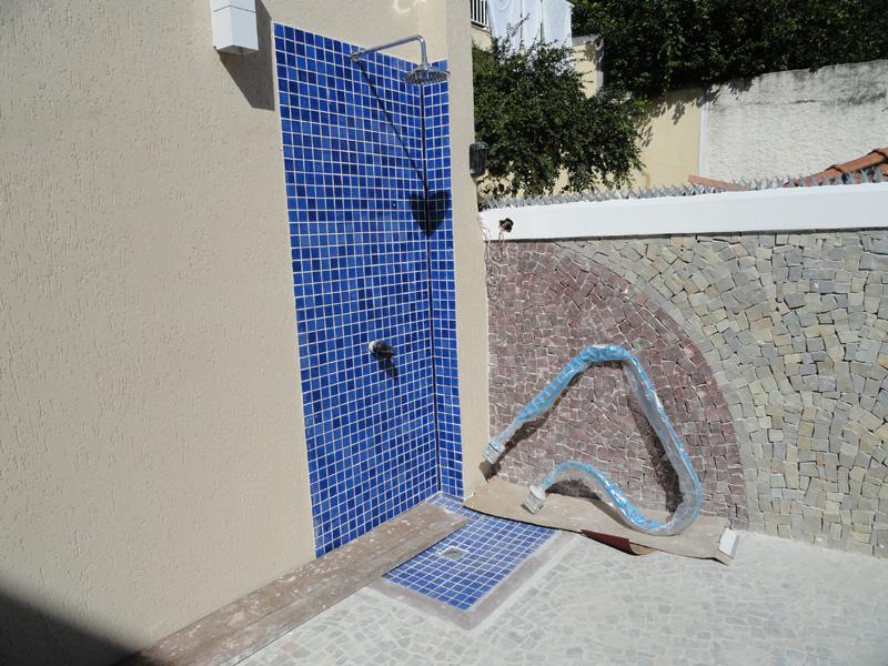 Em constru o casa nova evolu o da constru o da for Duchas para piscina